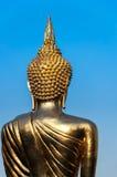 De retour de la statue d'or de Bouddha Photographie stock