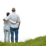 De retour de vieux couples supérieurs sur une colline Image libre de droits