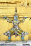 De reus van het standbeeld met gouden pagode Royalty-vrije Stock Fotografie