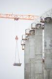 De reusachtige bouwwerf in de dag Kraan Royalty-vrije Stock Foto's