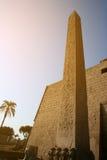 De reusachtige obelisk bij de ingang aan Tempel Luxor in Egypte. Royalty-vrije Stock Foto