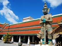De reuzetribune op schildwacht bankok Thailand stock foto's