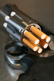 De Revolver van de sigaret Stock Afbeelding
