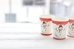 De RFestive vida ainda: três vidros com uma imagem de um boneco de neve Fotos de Stock