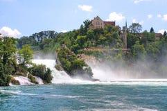 De Rhein nedgångarna nära Schaffhausen i Schweiz Royaltyfria Bilder