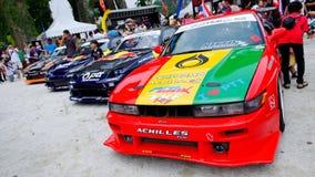 De rij van afwijkingsauto's bij Formule drijft 2010 af royalty-vrije stock afbeeldingen