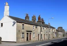 De rij van terrasvormige steen bouwde huizen in Galgate. Royalty-vrije Stock Foto's