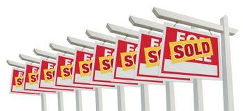 De rij van Verkocht Huis voor het Teken van de Onroerende goederen van de Verkoop Isoleert Royalty-vrije Stock Afbeelding
