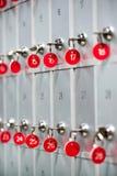 De rijen van sleutels in veiligheid deponeren dozen Stock Afbeelding