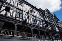 De Rijen zijn Tudor Black en Witte Gebouwen in Chester de stad van de provincie van Cheshire in Engeland stock fotografie
