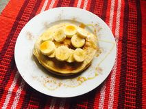De rijke verse die geur van pannekoeken, met liefde wordt gemaakt stock fotografie