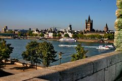 De Rijn en de stad Keulen. Royalty-vrije Stock Foto