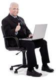 De rijpe bedrijfsmens toont duimen Stock Foto's