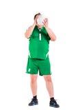 De rijpe mens kleedde zich in het groene sportkleding stellen Stock Foto