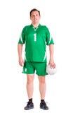 De rijpe mens kleedde zich in het groene sportkleding stellen Royalty-vrije Stock Foto