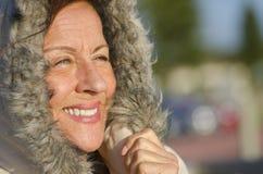 De rijpe vrouw van het Portret van de winter stock foto's
