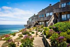 De Rijtjeshuizen van Oceanfront Stock Afbeeldingen
