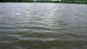De rimpelingen van het rivierwater stock footage