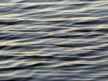 De rimpelingen van het water in blauw Royalty-vrije Stock Afbeeldingen