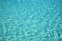 De rimpelingen van het water in de zonnige dag royalty-vrije stock foto