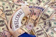 De ring en de dollars van het leven. Redding van Griekenland. Stock Afbeeldingen