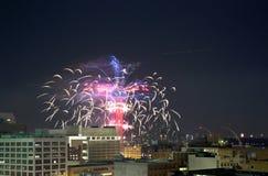De Ring van de bijeenkomsttoren met vuurwerk in Dallas van de binnenstad Royalty-vrije Stock Afbeelding