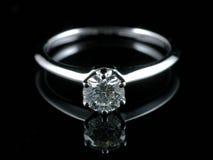 De ring van de diamant met bezinning Stock Afbeelding