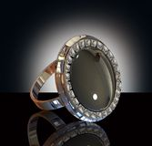De Ring van de diamant op de Achtergrond van de Studio Royalty-vrije Stock Fotografie