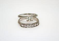 De Ring van de diamanten bruiloft Stock Afbeeldingen