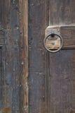 De Ring van het deurhandvat op Oude Houten Deur Royalty-vrije Stock Afbeelding