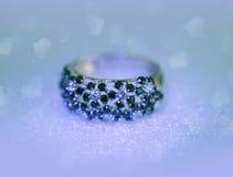De ring van platinajuwelen met brilliants royalty-vrije stock foto