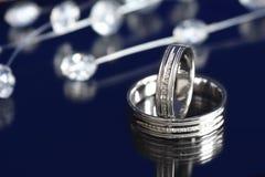 De ringen van het witgoud Stock Afbeeldingen