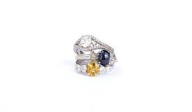 De ringenjuwelen zijn populair met de meisjes Een symbool van liefde en Th Royalty-vrije Stock Foto