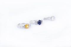 De ringenjuwelen zijn populair met de meisjes Een symbool van liefde en Th Royalty-vrije Stock Fotografie