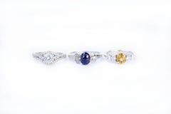 De ringenjuwelen zijn populair met de meisjes Een symbool van liefde en Th Stock Foto's