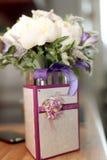 De rings onschuldige bloemen van het huwelijksboeket Stock Foto