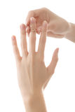 De ringvingerhanden van de vrouw stock foto's