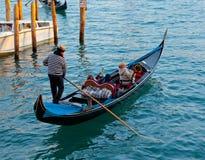 De rit van de gondel in Venetië Stock Foto