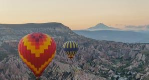 De rit van de ochtendballon over Cappadocia royalty-vrije stock foto