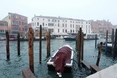 De rit van de gondel in Venetië stock foto's