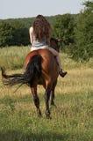 De rit van het meisje weg op een zuring Royalty-vrije Stock Fotografie