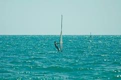 De rit van Windsurfer de wind Stock Afbeeldingen