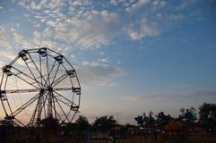De rit van zonsondergangferris wheel in Bulawayo in Zimbabwe stock foto's