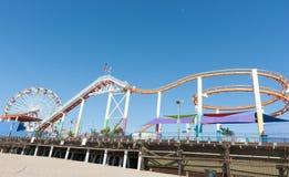 De ritten en de aantrekkelijkheden van Santa Monica Pier Stock Afbeelding