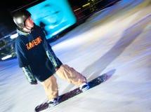 De ritten van Snowboarder bij nacht. royalty-vrije stock fotografie
