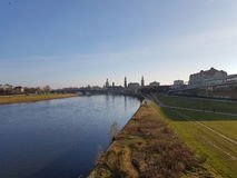 ` De rivière de ville de ` Photos libres de droits