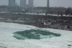 De rivier Amerikaanse Dalingen van de winterniagara royalty-vrije stock foto
