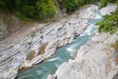 De rivier Belaya is in de Westelijke Kaukasus, Rusland Stock Afbeeldingen