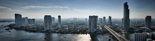De Rivier Citcyscape van Bangkok Stock Afbeelding
