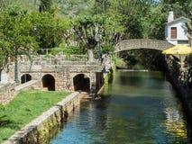 De rivier in de stad Stock Afbeelding